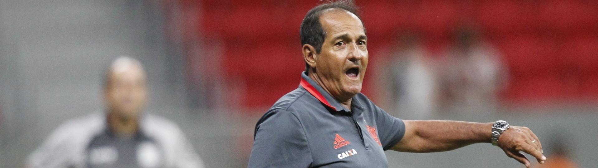 Muricy Ramalho orienta o Flamengo no empate por 1 a 1 com o Figueirense