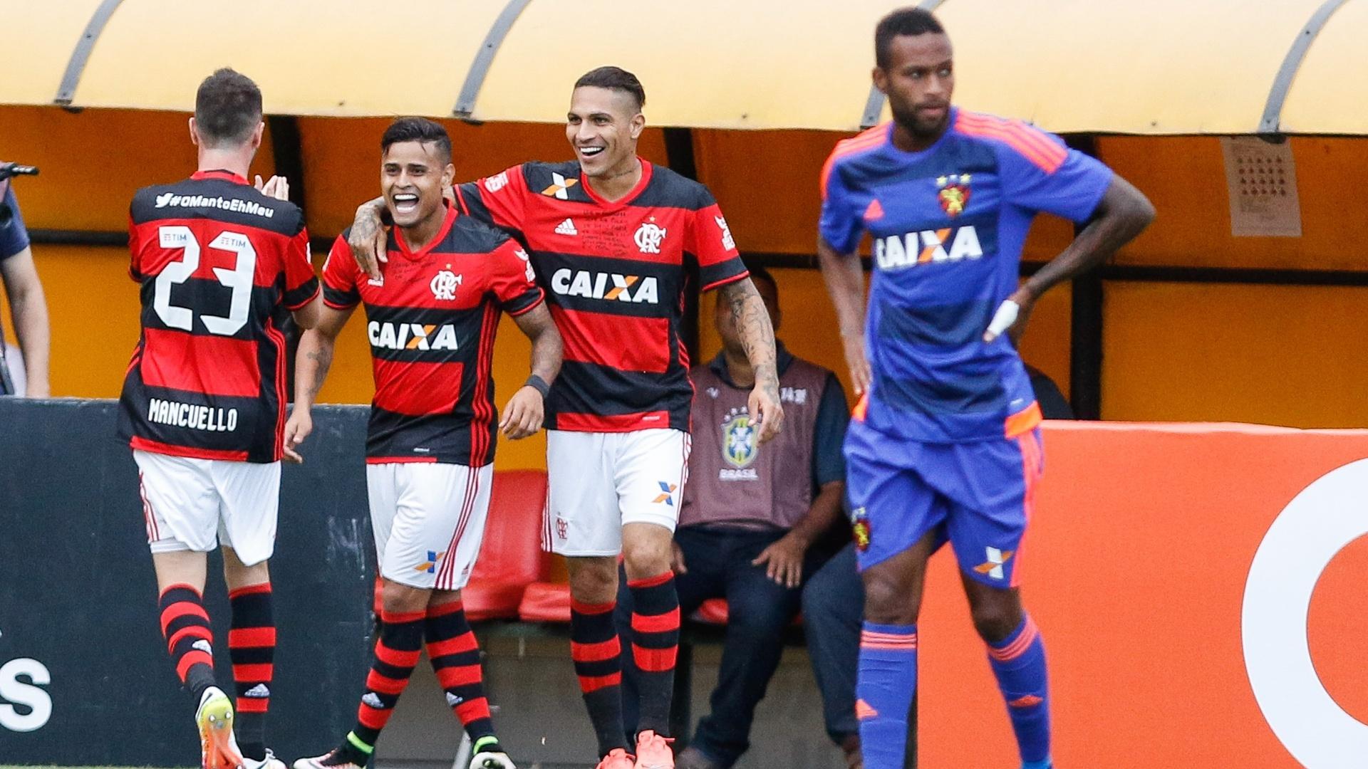 Éverton comemora após abrir o placar para o Flamengo contra o Sport pelo Campeonato Brasileiro