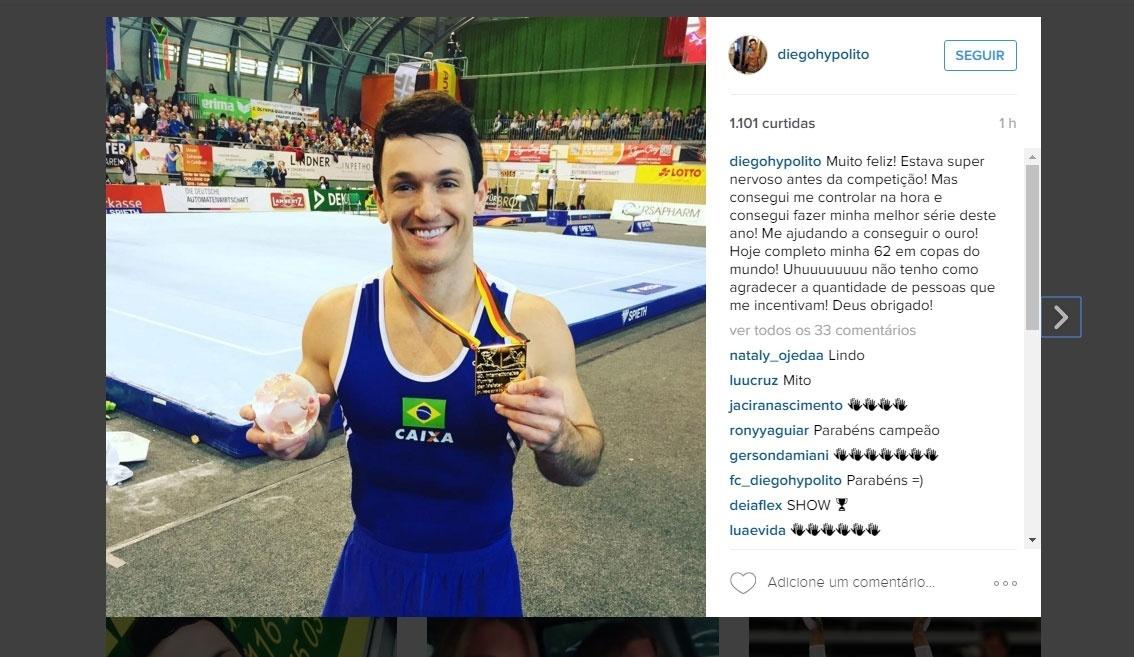 Diego Hypolito, ginasta brasileiro, exibe medalha de ouro conquistada no solo da etapa de Cottbus (ALE) da Copa do Mundo de Ginástica