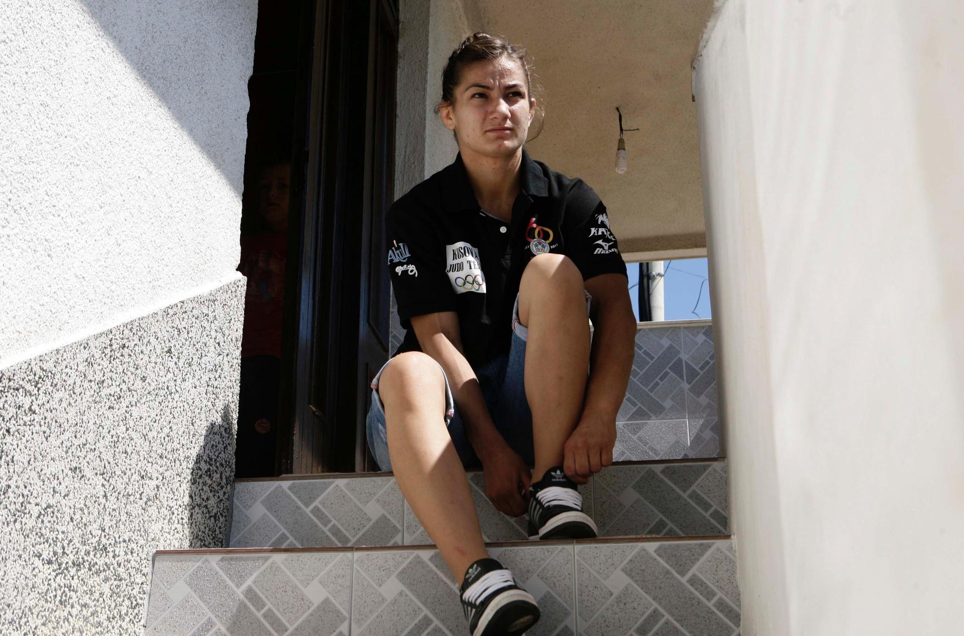 Majlinda Kelmendi em sua casa na cidade de Peja, em Kosovo