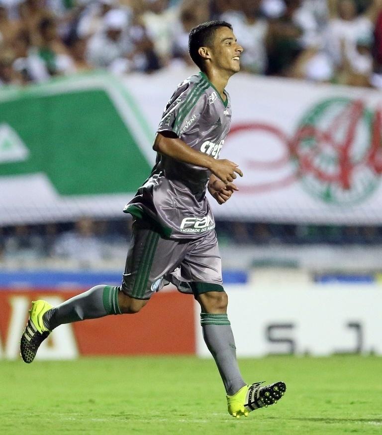Daniel comemora o segundo gol do Palmeiras na vitória sobre o São José na Copinha
