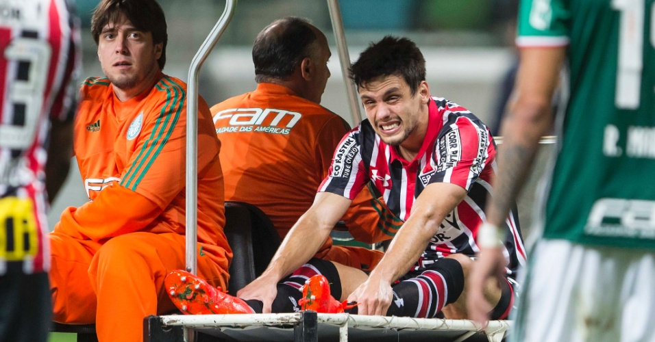 Rodrigo Caio deixa a partida entre Palmeiras e São Paulo lesionado