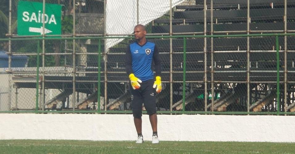 Jefferson participa de jogo-treino pelo Botafogo