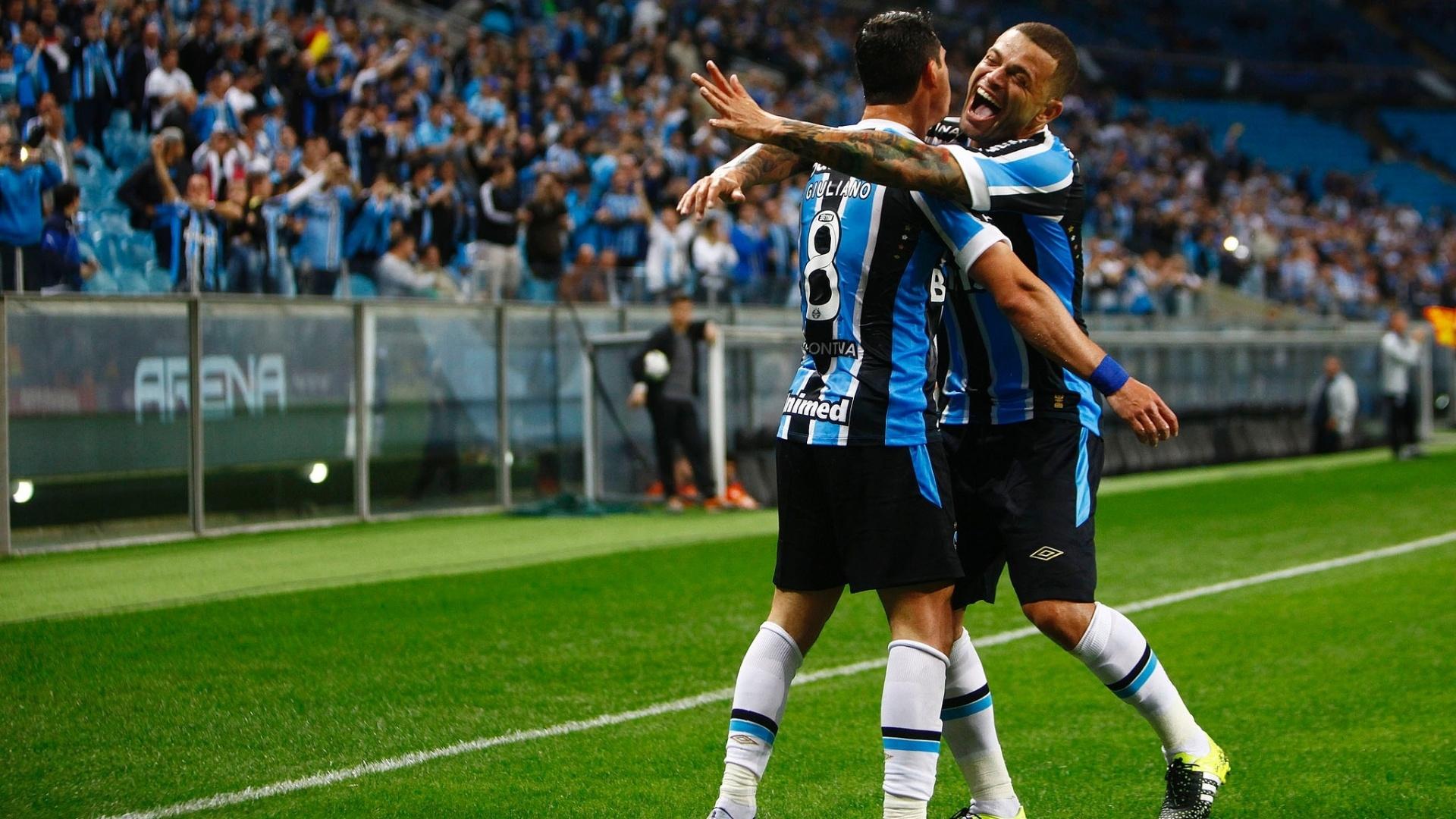 Grêmio vence o Avaí por 3 a 1, em Porto Alegre. Jogadores comemoram gol