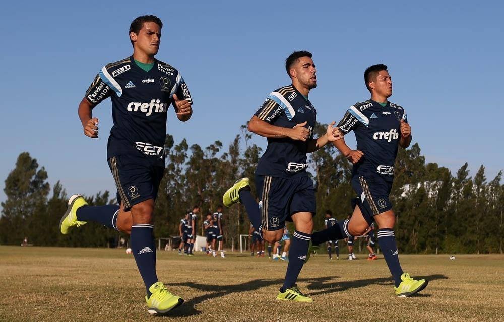 Jogadores do Palmeiras em ação durante reino do time no Uruguai