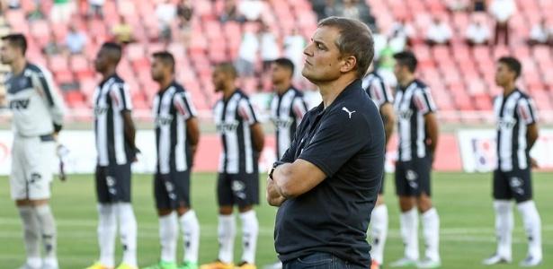 Comissão técnica de Aguirre trabalha com vídeos individualizados para apresentar adversários da Libertadores aos jogadores