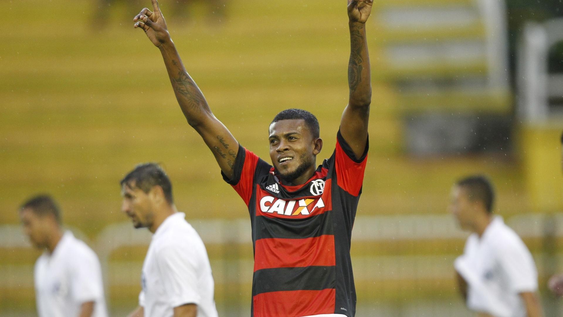 Marcelo Cirino comemora um dos gols marcados pelo Flamengo contra o Resende