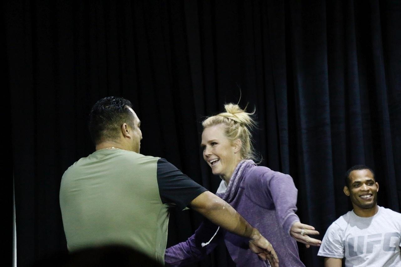 Holly Holm também se apresentará no UFC 196, colocando seu cinturão em jogo