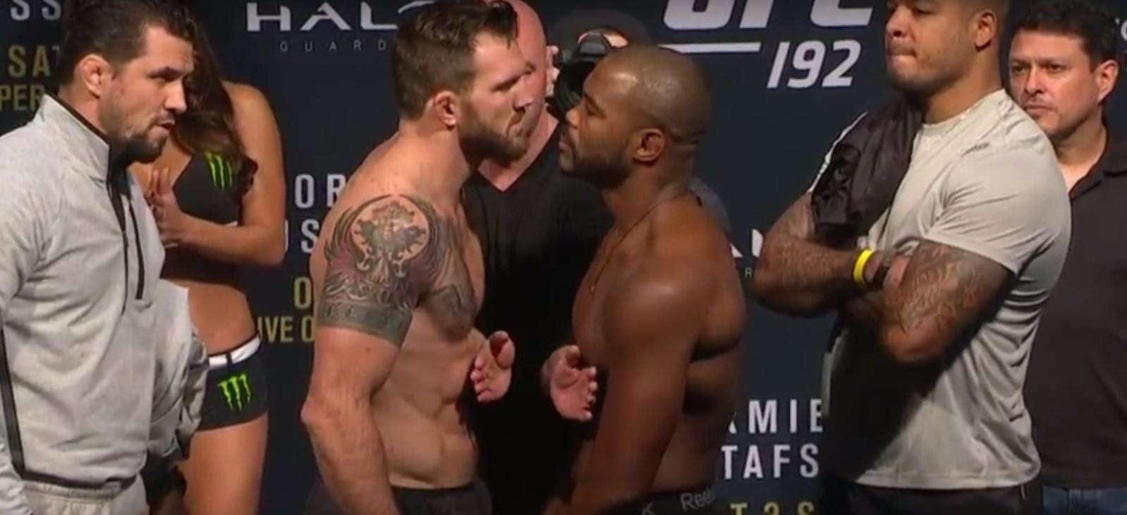 Ryan Bader e Rashad Evans se encaram durante a pesagem do UFC 192