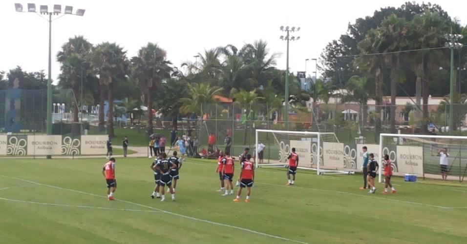 Marcelo Oliveira treina posicionamento do time que deverá enfrentar o Atlético-PR
