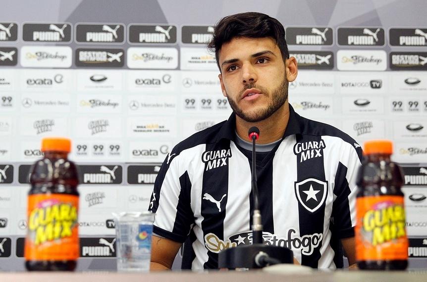 Ronaldo é apresentado como reforço para o ataque do Botafogo na Série B