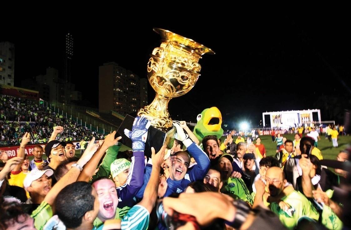 Marcos comemora o título estadual do Palmeiras em 2008, o último da sua carreira