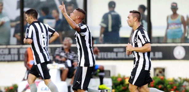 Jogadores do Botafogo comemoram gol sobre o Boavista pelo Campeonato Carioca