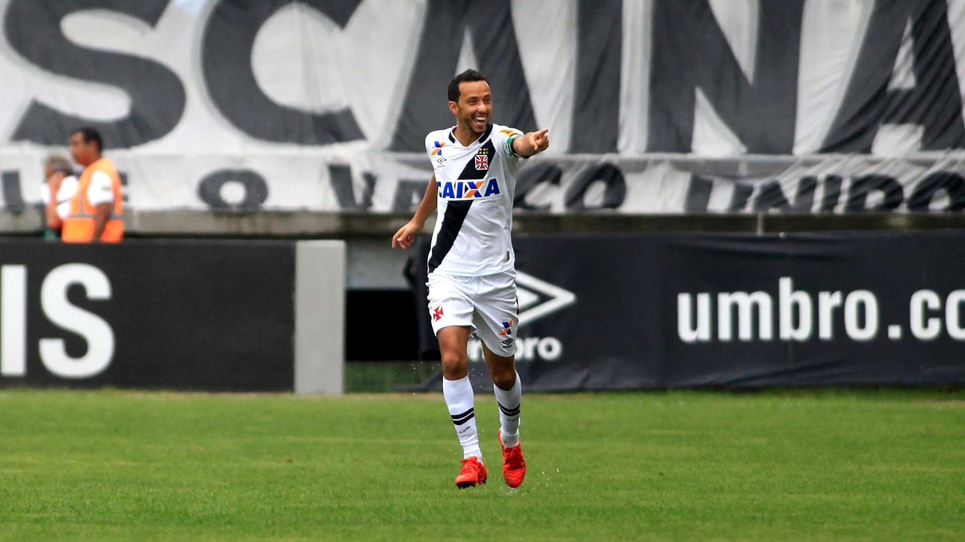 Nenê comemora o seu gol pelo Vasco contra o Joinville, pelo Campeonato Brasileiro