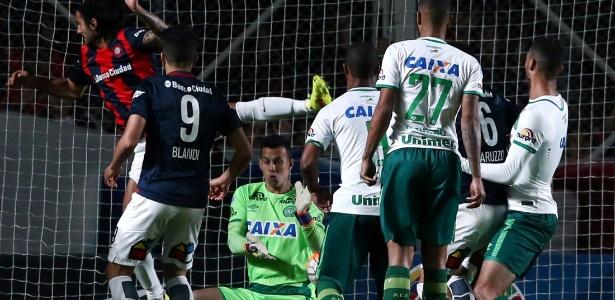 Danilo na partida contra o San Lorenzo, na semifinal da Copa Sul-Americana