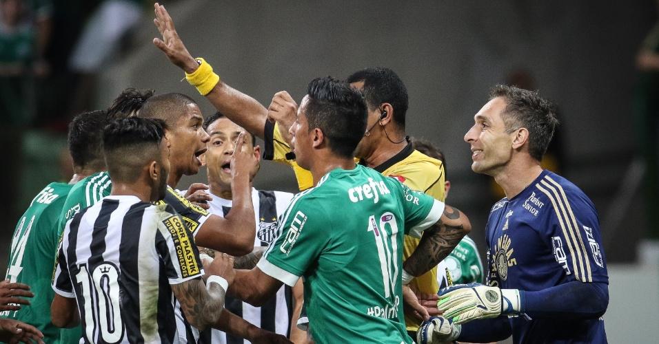 Lucas Barrios estreou pelo Palmeiras no clássico contra o Santos, no Allianz Parque