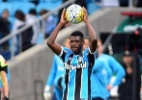 Aposta do Grêmio tentou 'fugir' da lateral e ouviu profecia de Roger