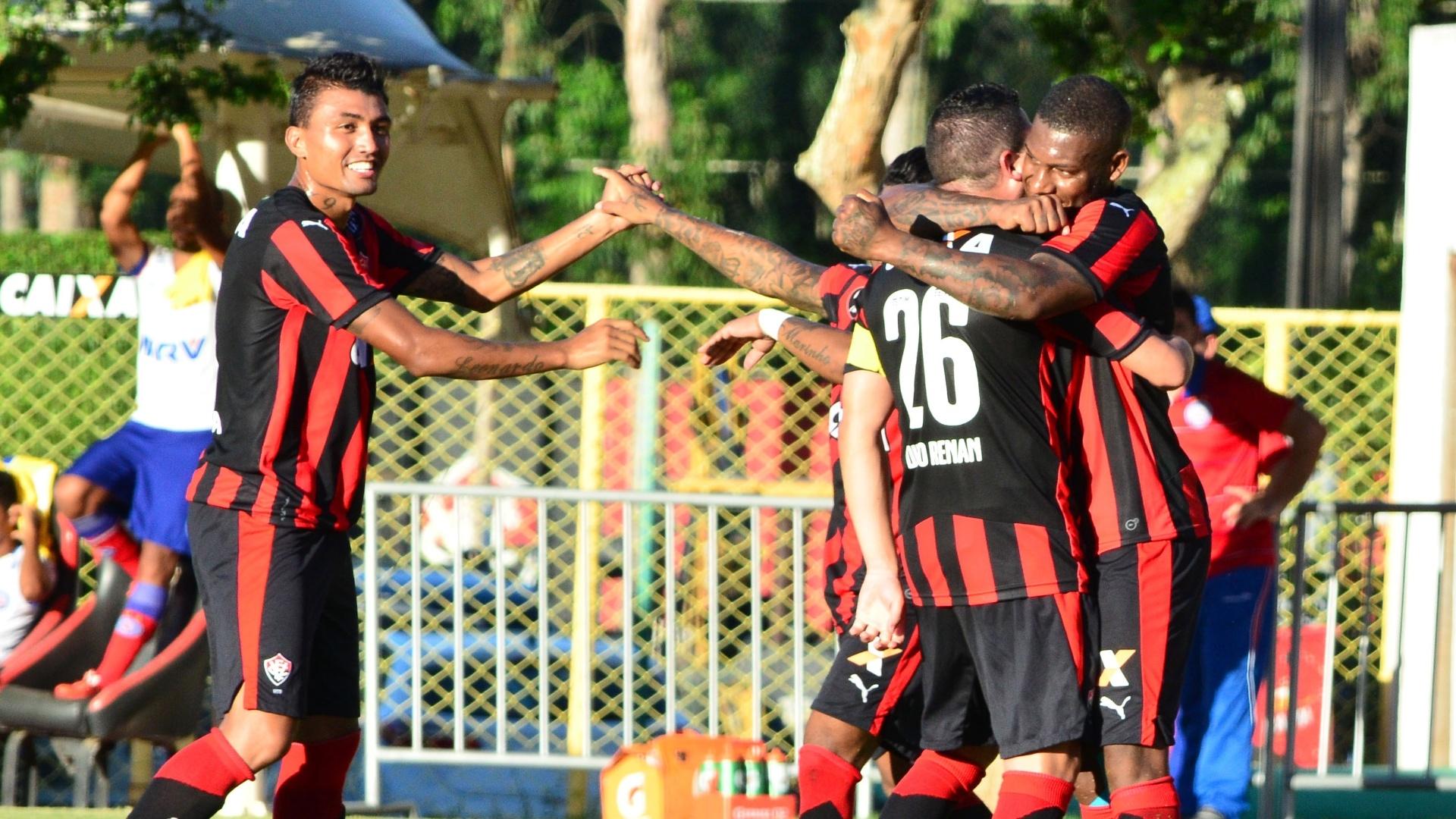 Rubro-negros comemoram gol marcado por Diego Renan no Ba-Vi