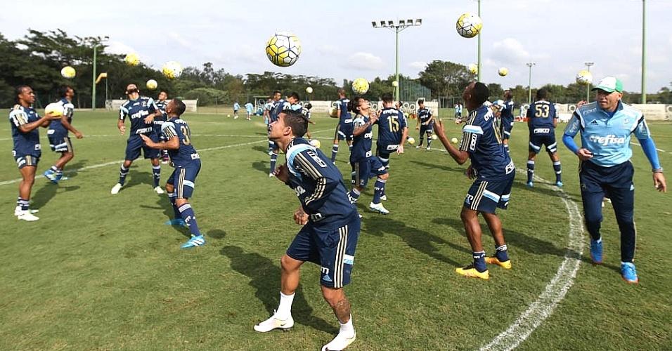 Omar Feitosa comanda treino físico do Palmeiras em Atibaia