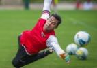 Após curar fratura nas costas, goleiro do São Paulo fica perto de retorno