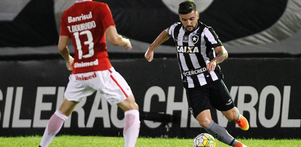 Victor Luis se destaca no Bota e vira opção caseira ao Palmeiras em 2017
