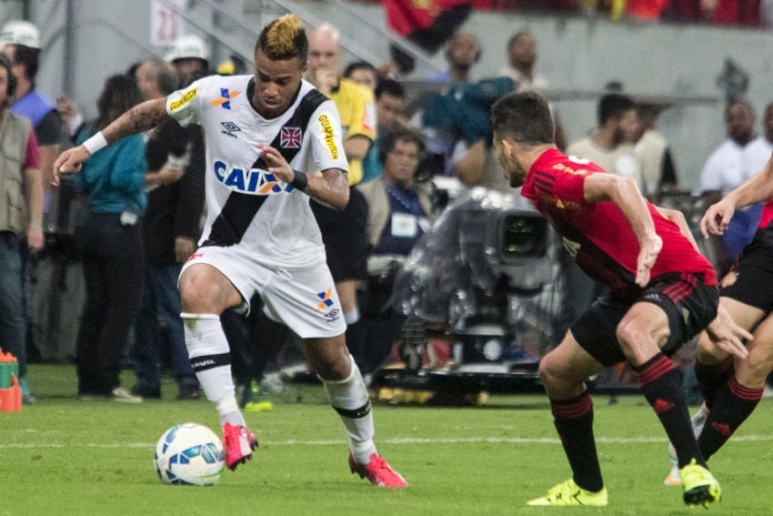 Vasco e Sport se enfrentam pelo Campeonato Brasileiro