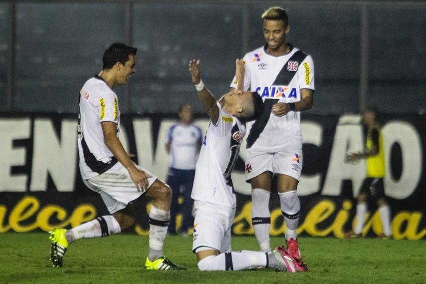 Emanuel Biancucchi comemora seu primeiro gol com a camisa do Vasco
