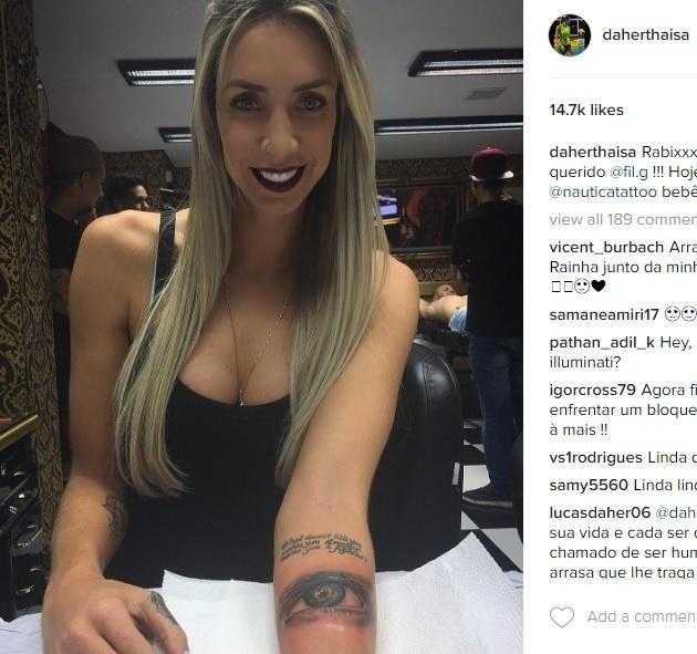Thaísa exibiu sua nova tatuagem