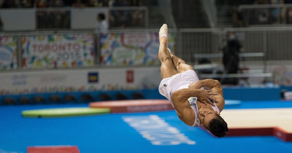 Brasileiro Caio Souza conquistou a medalha de bronze no salto sobre a mesa