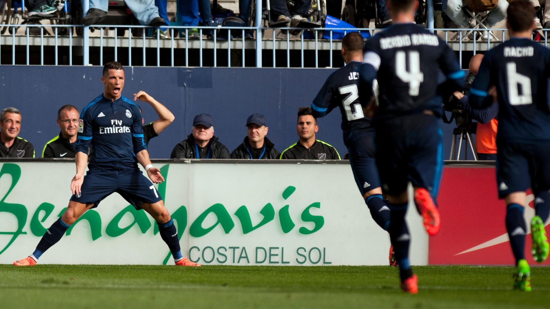 Cristiano Ronaldo comemora gol marcado de cabeça pelo Real Madrid em jogo fora de casa contra o Málaga