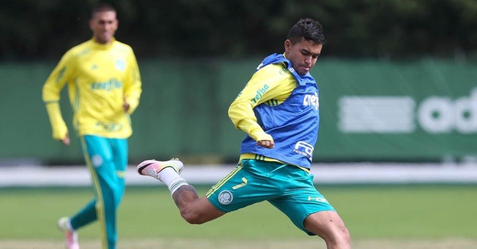 Dudu em ação em treino do Palmeiras na Academia de Futebol