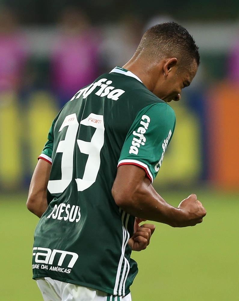 Gabriel Jesus comemora gol marcado pelo Palmeiras contra o Atlético-PR