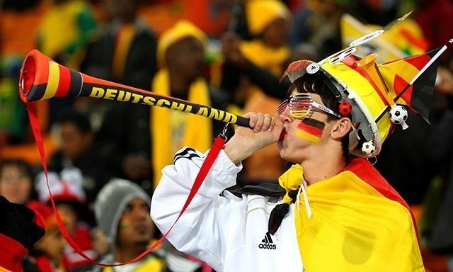 Resultado de imagem para torcedor alemão