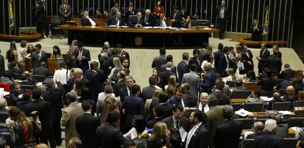 Com 320 votos a favor, Câmara aprova redução da maioridade penal em segundo turno