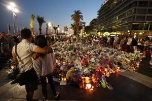 As pessoas comuns que se tornaram heróis nos atentados terroristas (Foto: Valery Hache/ AFP)