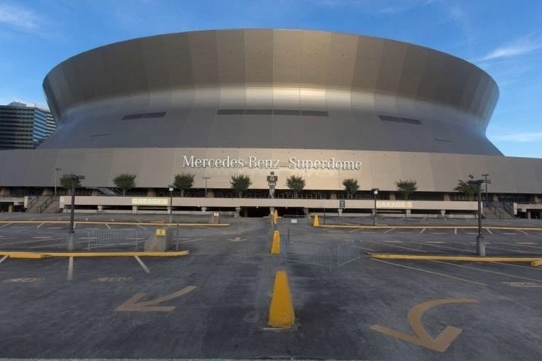 2015: Estádio Superdome, em Nova Orleans, Louisiana (EUA), dez anos após o furacão Katrina varrer edifícios, alagar quase totalmente a cidade e causar mais de 1.800 mortes