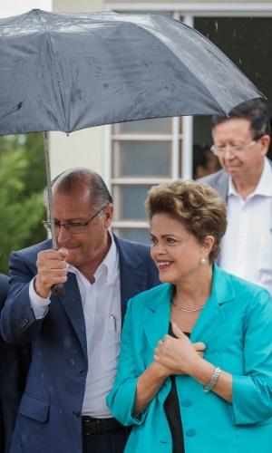25.ago.2015 - A presidente da República, Dilma Rousseff, e o governador de São Paulo, Geraldo Alckmin, participam de cerimônia de entrega de unidades habitacionais em Catanduva, no interior de São Paulo, como parte do programa 'Minha Casa Minha Vida'