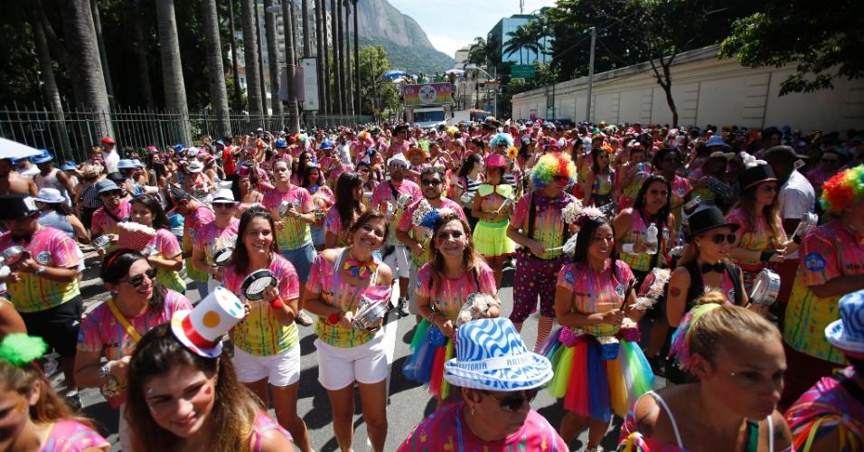 24.jan.2016 - O Rio de Janeiro continua em aquecimento para o Carnaval. Neste domingo foi a vez do bloco