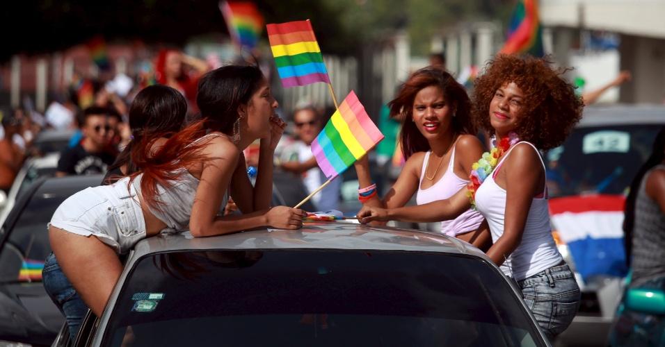 5.jul.2015 - Mulheres participam de Parada Gay em Santo Domingo, República Dominicana