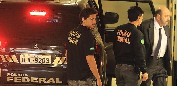 Agentes da PF acompanham o dono da UTC, Ricardo Pessoa; PF revela que teve que utilizar um veículo blindado para transportar o delator para uma audiência com o juiz Sergio Moro
