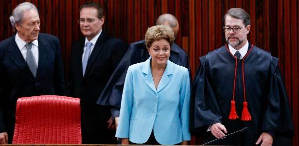 A presidente Dilma Rousseff participa, ao lado do presidente do TSE, ministro Dias Toffoli, em solenidade em maio
