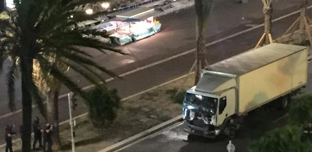 Caminhão atropelou dezenas de pessoas durante as comemorações da Queda da Bastilha