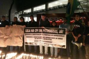 Em junho, manifestantes pediam que Lula fosse chamado na CPI da Petrobras