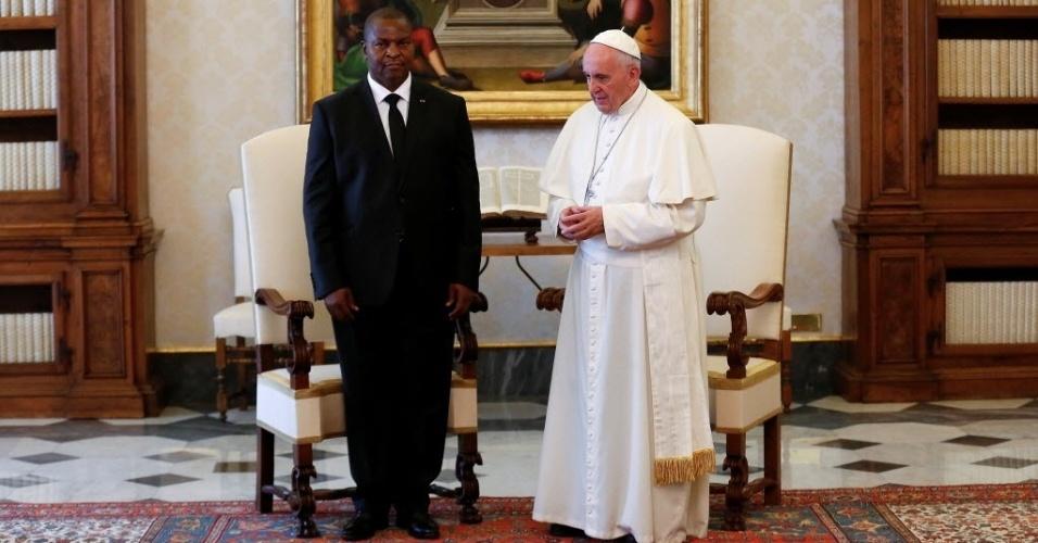 18.abr.2016 - O papa Francisco se encontra com o presidente da República Centro-Africana, Faustin-Archange Touadera, no Vaticano