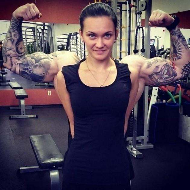17.ago.2015 - Quanto músculo, moça!