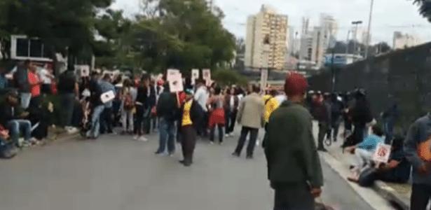 Em SP, manifestação fechou acesso à sede da Rede Globo (foto)