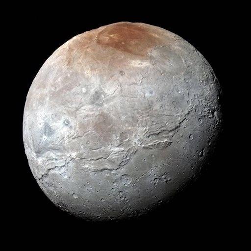 1º.out.2015 - A Nasa (Agência Espacial Norte-Americana) divulgou imagens de uma das luas de Plutão, a Caronte, feitas pela sonda New Horizons. Com metade do diâmetro do planeta anão, Caronte é o maior satélite em relação ao seu planeta em todo o sistema solar, e conta com montanhas e desfiladeiros em seu solo
