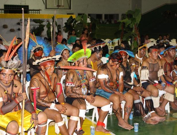 Formandos do curso de Pedagogia Intercultural que reúne 32 etnias indígenas