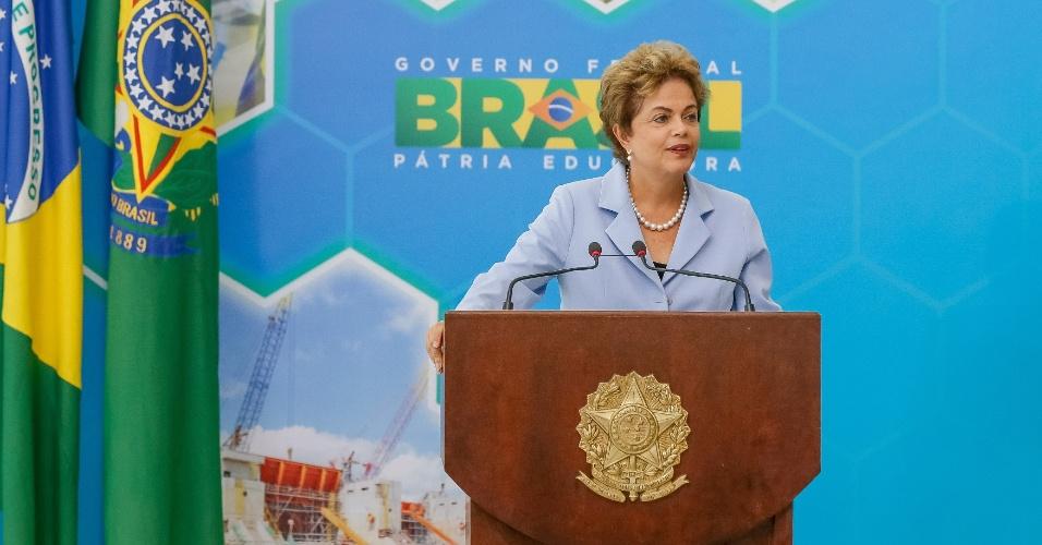 11.ago.2015 - A presidente Dilma Rousseff usou o lançamento do Programa de Investimento de Energia Elétrica (PIEE), nesta terça-feira (11) para fazer comparações com o racionamento adotado pelo governo do ex-presidente Fernando Henrique Cardoso e