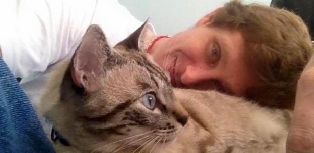 O veterinário Ricardo Fehr Carmargo, impedido de atender gratuitamente, vai abrir uma organização não-governamental